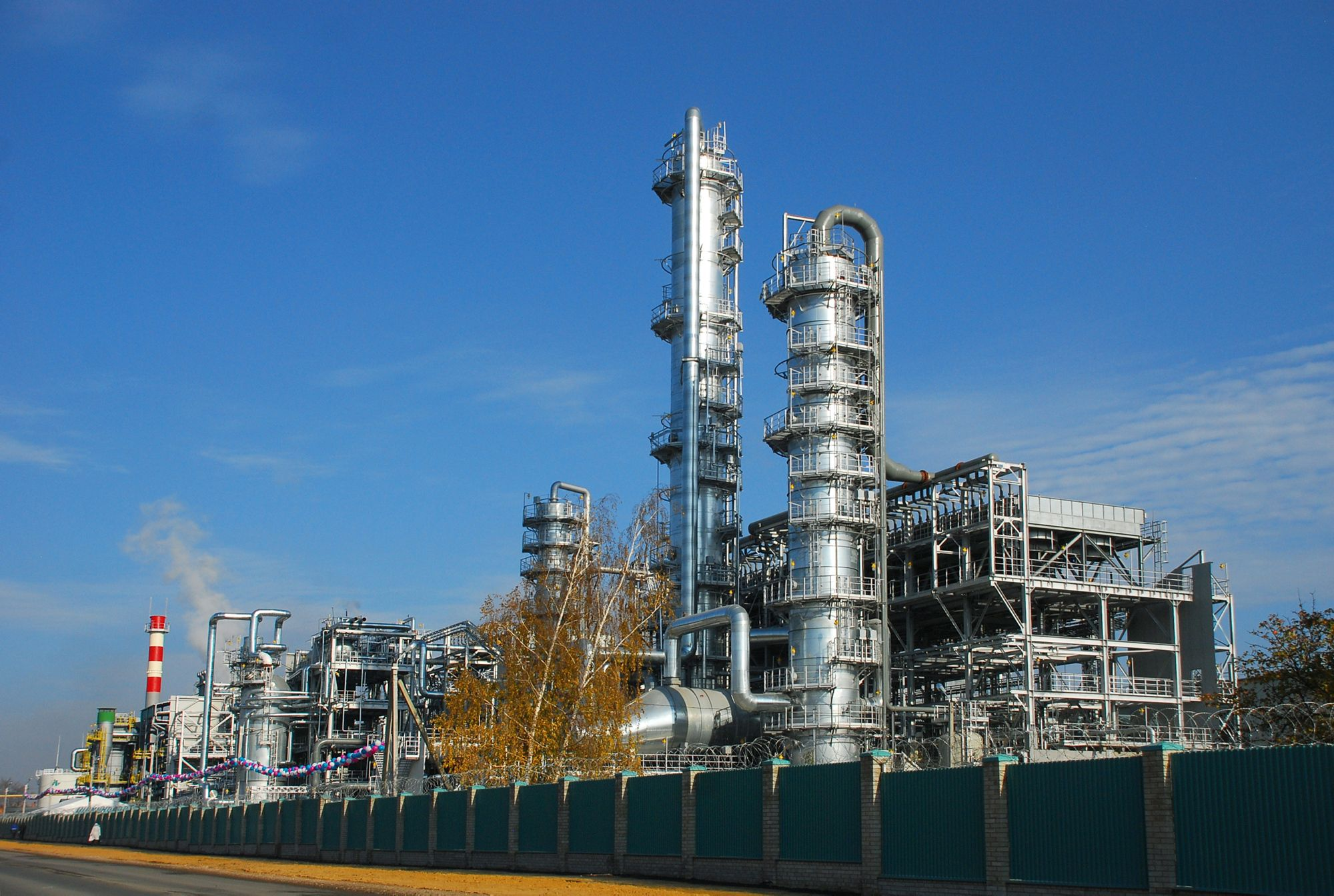 An existing Russian methanol plant based on Topsoe Technology, however much smaller than the planned 5400 MTPD plant.