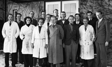 Haldor Topsoe together with some of his very first employees in Gentofte